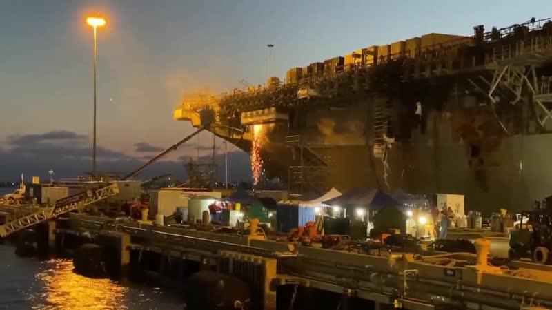 Пожар на USS Bonhomme Richard (LHD 6) локализован в носовой и кормовой частях