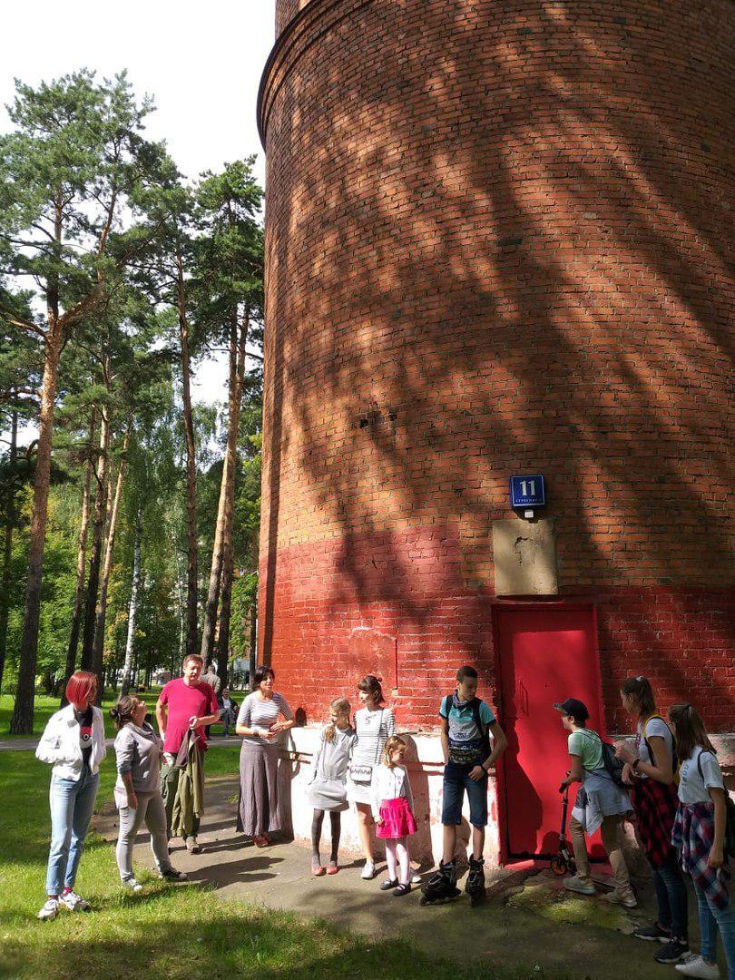 Экскурсию по Некрасовке провели сотрудники библиотеки на 2-й Вольской