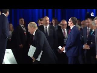 Путин обменялся парой слов с Вышинским