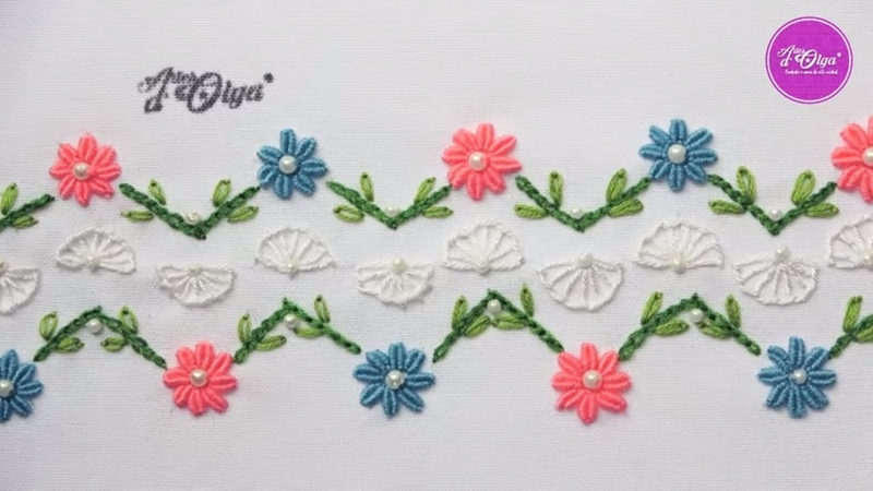Borde Decorativo con Flores en Puntada Rococó