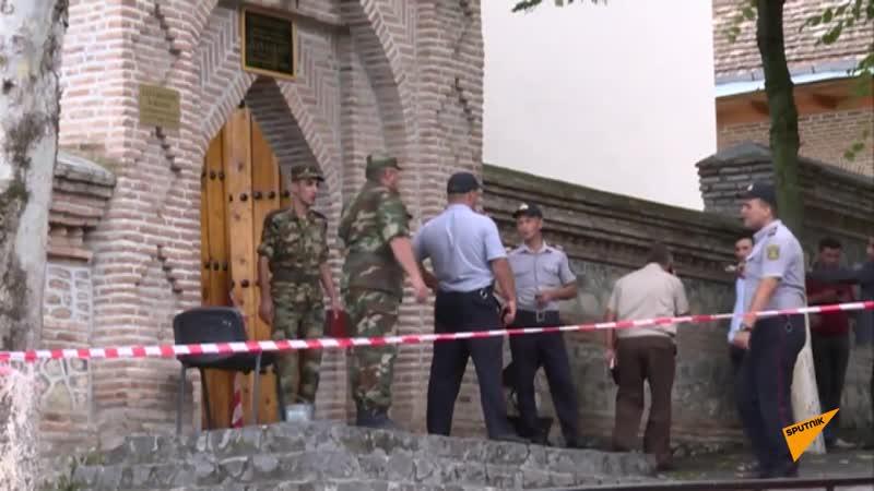 Ветка 500-летнего дерева упала и повредила 19 человек во Дворце шекинских ханов в Азербайджане