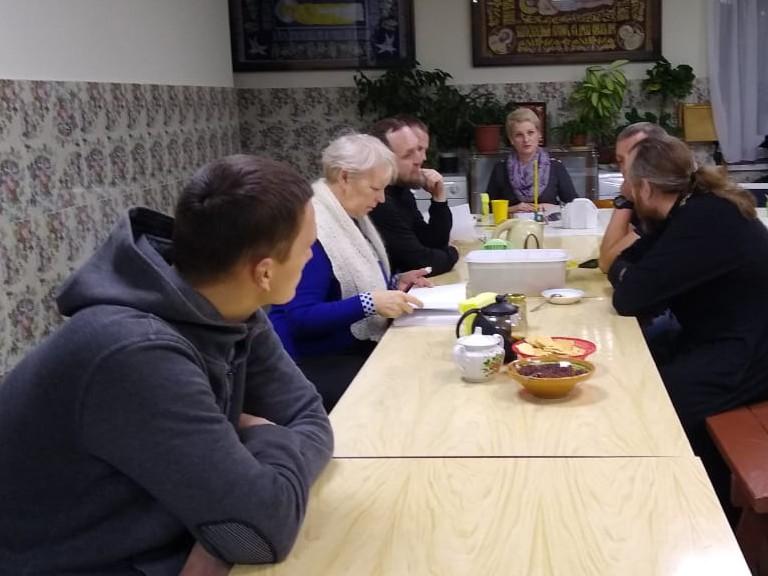 Работа с реабилитантами и беседа со священником