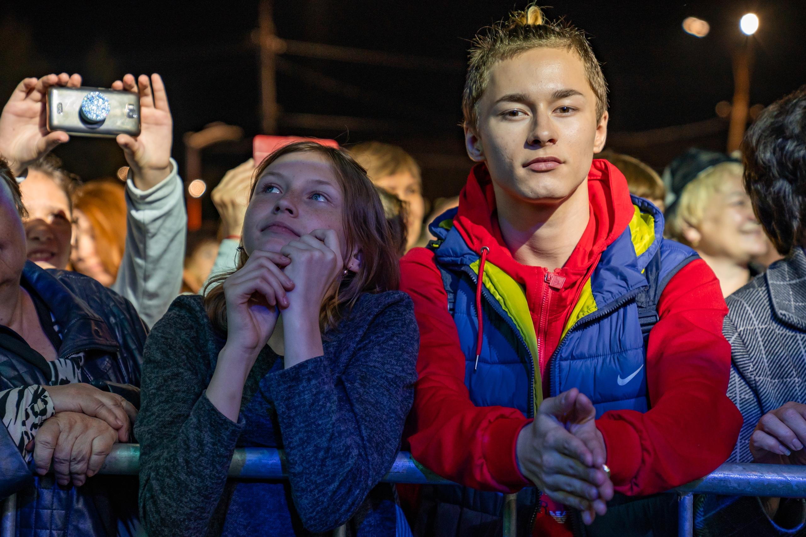 Кемеровчане споют внародном караоке вместе схором Турецкого