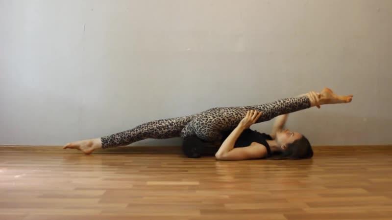 SLs Шпагат вверх тормашками. Middle split stretching