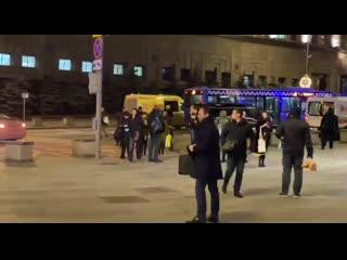#necro_tv: Около здания ФСБ в центре Москвы неизвестный открыл стрельбу из автомата. По предваительным данным, есть погибший