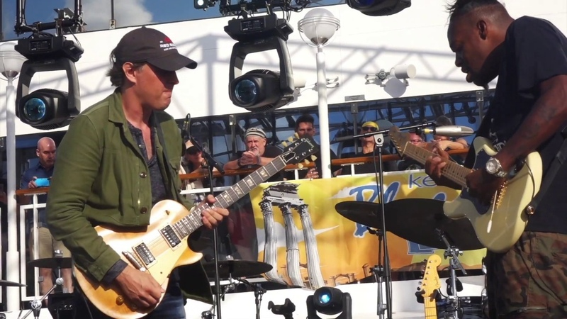 Modern Day Guitar Heroes in a Killer duel! Eric Gales and Joe Bonamassa~Red House