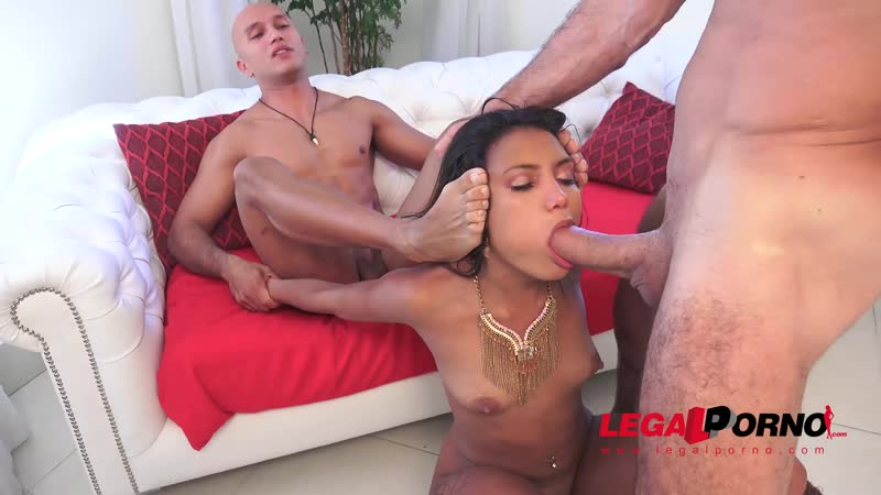 Sexy brazilian slut Marcella Shultz assfucked 3on1 DPed