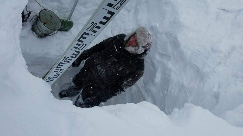 Снегомерные работы в заповеднике Кузнецкий Алатау 7 шурф район озера Рыбное метель