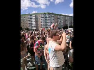 molodezh-otrivaetsya-v-poselke-onlayn-slayd-shou-golih-devushek