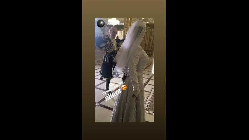 71-летний танцор Плиев показывает класс на свадьбе