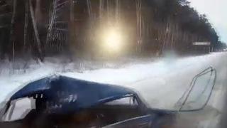 Видео из кабины: фура протаранила ВАЗ на Тюменском тракте |
