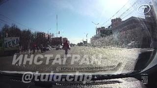 Момент наезда «ГАЗели» на пешехода на проспекте Ленина в Туле попал на запись регистратора