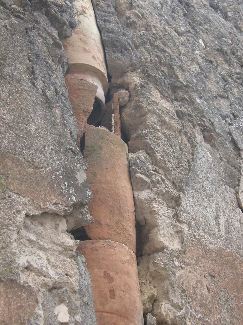 Керамические трубы древнеримской канализации