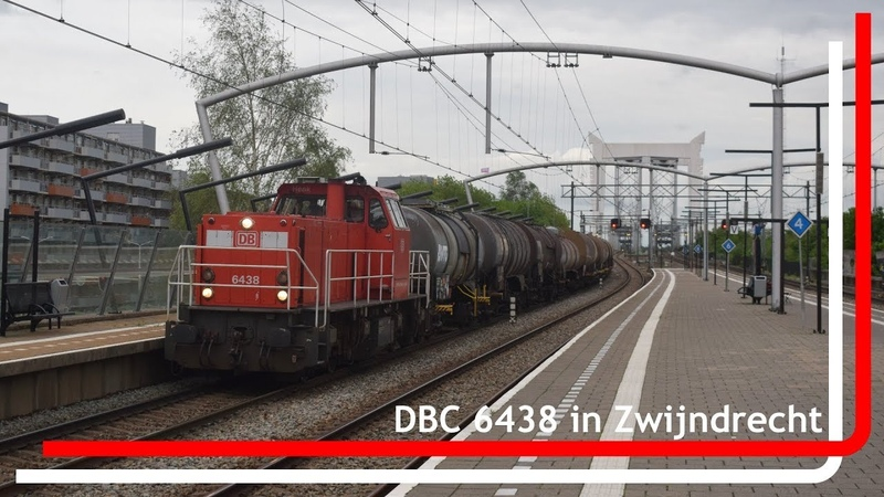 DBC 6438 komt met keteltrein door station Zwijndrecht
