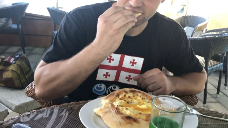 Как правильно кушать Хачапури по Аджарски:-)