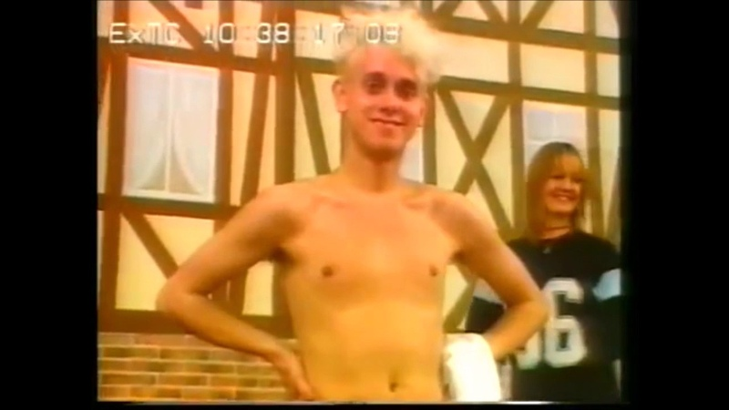 Clips of martin gore smiling to make ur day better