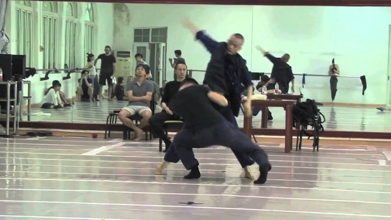 EDC and Guangdong Modern Dance Company Rehearse BLACK