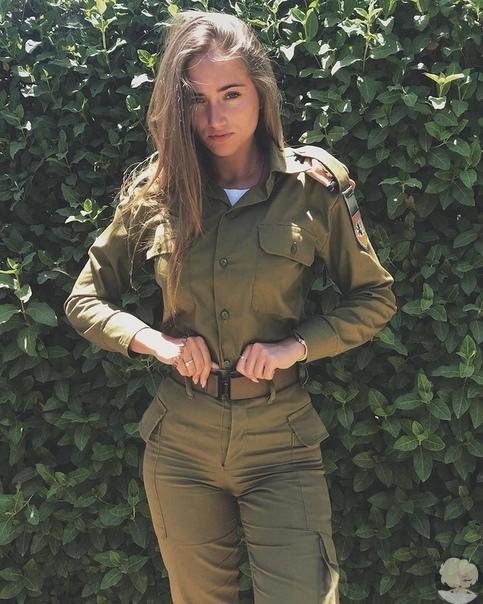 girlsdefense аккаунт, посвященный женщинам в форме. Красота, которая спасает мир