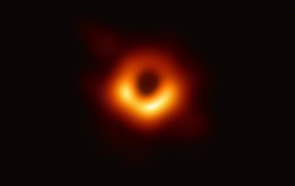 Авторы первого снимка чёрной дыры выиграли престижную и самую дорогостоящую в научном мире премию