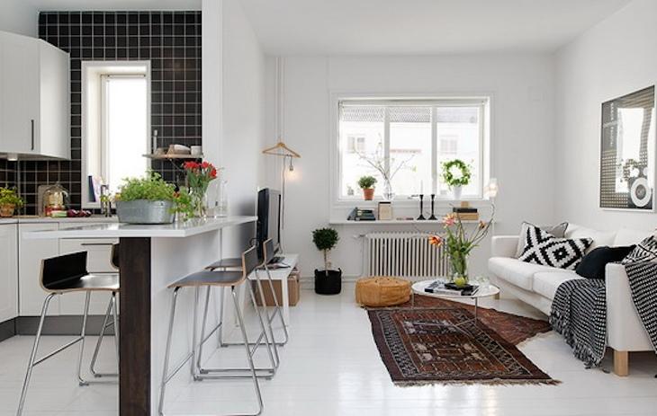 дизайн маленькой гостиной с кухней в белом цвете