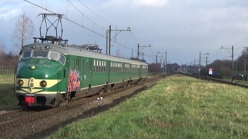 MAT 54 stel 766 komt door station Geleen-Lutterade
