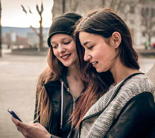 Такие сайты, как Facebook и Twitter, используют маркетинг в социальных сетях, чтобы ориентироваться на своих пользователей.