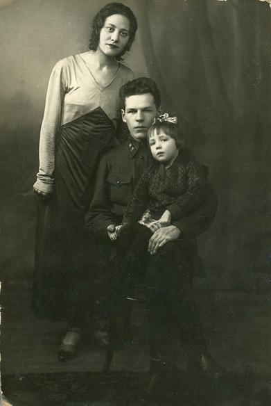 Б.А.Маслов с семьей. 1934 год