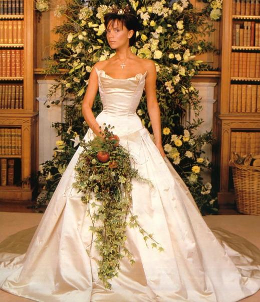 А это звезды в свадебных платьях!