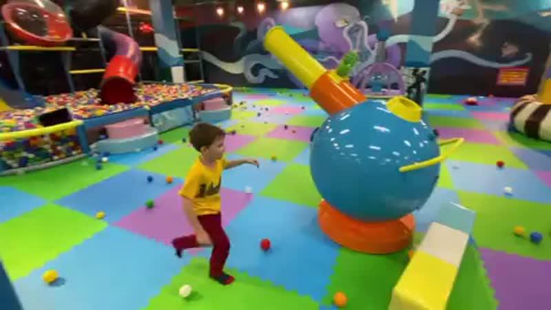Кто любит стрелять шариками признавайтесь 👻🤟👼 луномосик играемвместе стреляемшариками детскаяплощадка