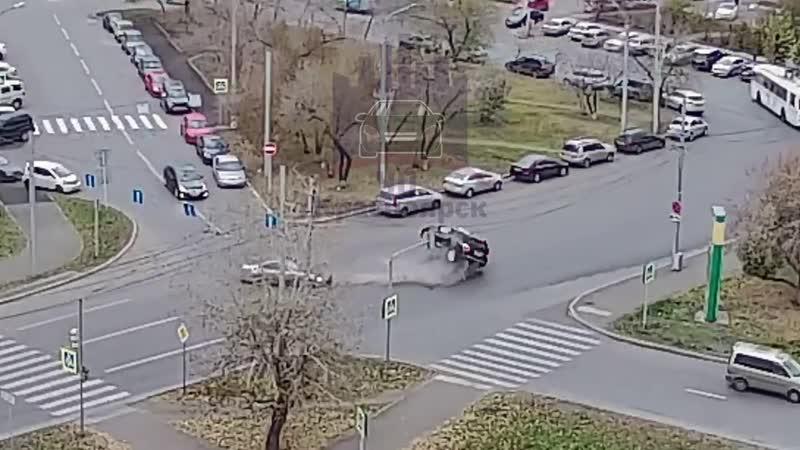 ДТП с переворотом Республики - Робеспьера Красноярск.