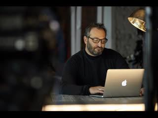 Би Коз: Новая песня Ёлки, премьера спектакля Виторгана и скандальный фильм Покидая Неверленд