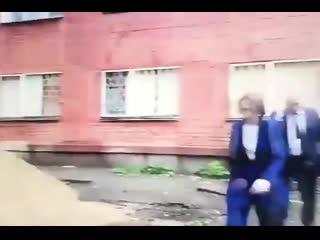 Мэр омска споткнулась на яме и упала в грязь во время осмотра улиц города [рифмы и панчи]