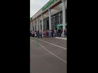 Жители Стерлитамака выстроились в огромную очередь на открытии нового ТЦ