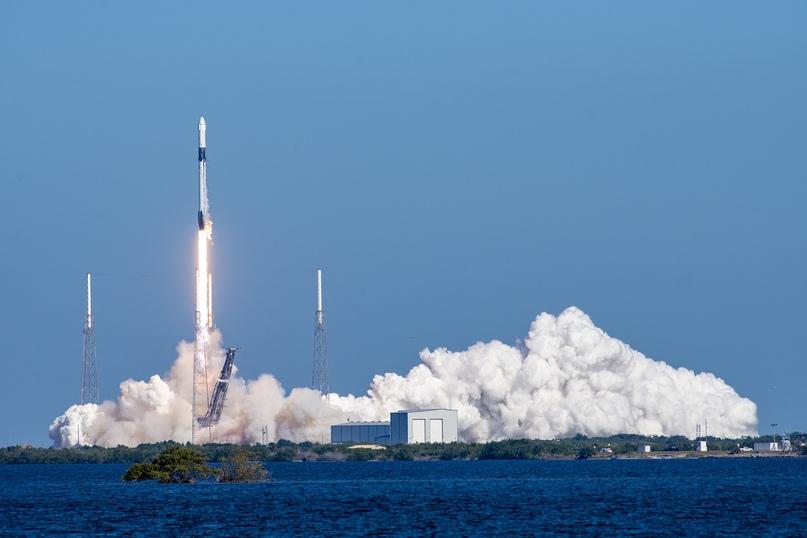 Успешный запуск Falcon 9 копании SpaceX c грузовым кораблём Dragon 5 декабря 2019 года.