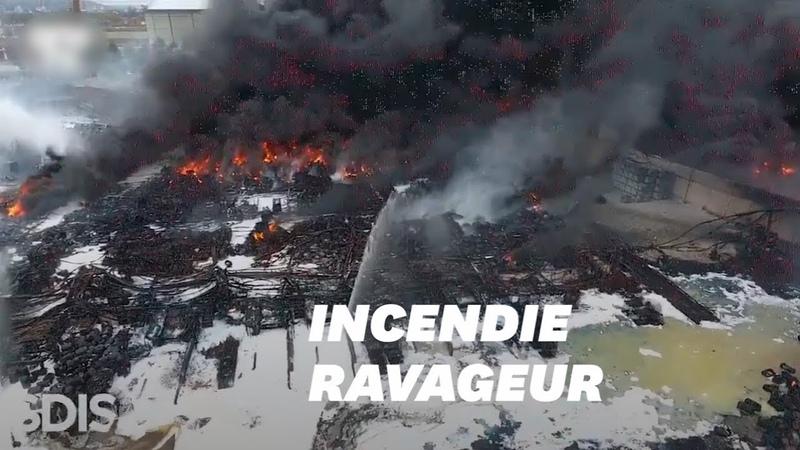 L'incendie de l'usine Lubrizol à Rouen vu du ciel grâce à un drone