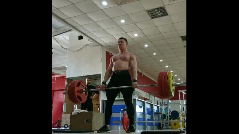 Deadlift 200 kg × 10 push up