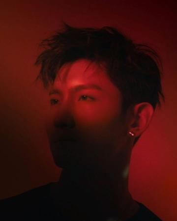 동방신기 TVXQ Official on Instagram Mood Sampler 1 MAX 최강창민 The 1st mini album 'Chocolate' 🎧 2020 04 06 👉🏻 MAX 최강