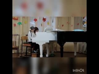 Юный пианист ❤😍🎹