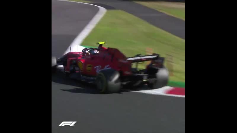 Гран При Японии Шарль обходит Кими Райкконена в повороте 130R