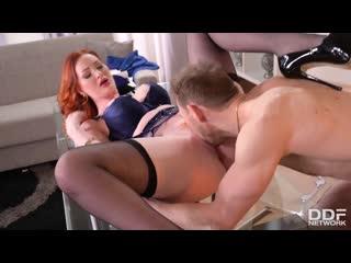 2 друга трахают рыжую начальницу, redhead milf mature lady boss job МЖМ sex porn anal fucl tit ass boob film cum (Hot&Horny)