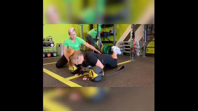 Отжимания - это комплексное упражнение позволяющее тренировать несколько групп мышц: Большая грудная мышца, трехглавая мышца пле