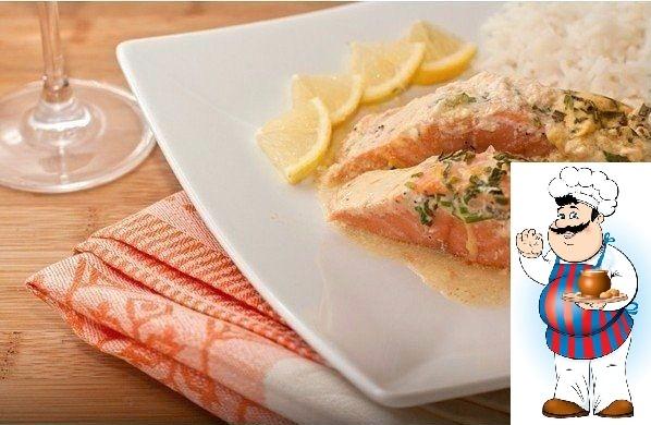 Лосось запеченный под соусом из трав Это рыбное блюдо всегда изыскано и быстро готовится. Лосось получатся нежным и ароматным, но таким способом можно готовить практически любую рыбу.