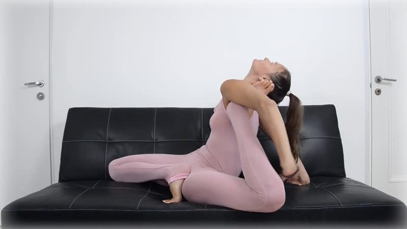 SLs Frontbend. Extreme Yoga. Leg behind back. Eka Pada Shirshasana. Dwi Pada Shirsha