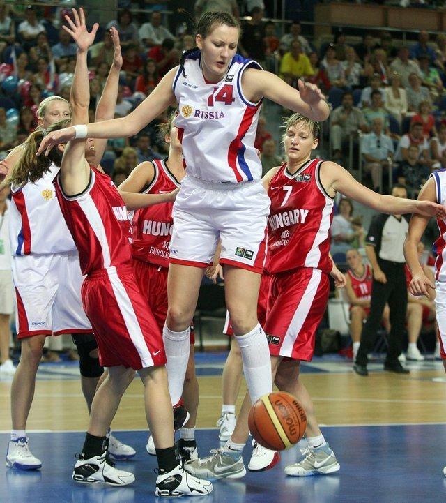 Баскетболистка Екатерина Лисина, рост которой составляет 205 см