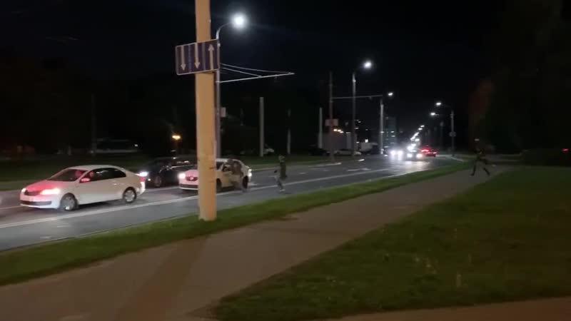 Герои среди нас Таксист спас демонстранта от силовиков