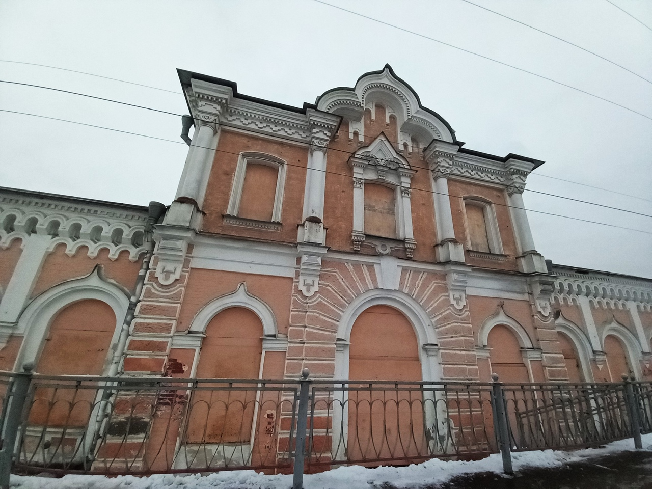 Прогулка по Сергиево. Забытый старинный вокзал и деревянная церковь начала 20 века