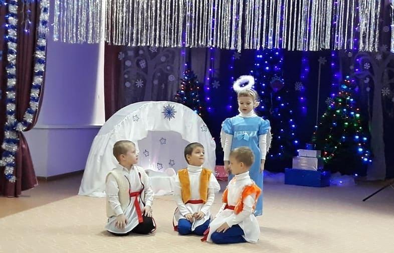 В петровских детских садах «Берёзка» и «Рождественский» 13 января прошли праздничные утренники, посвящённые Рождеству