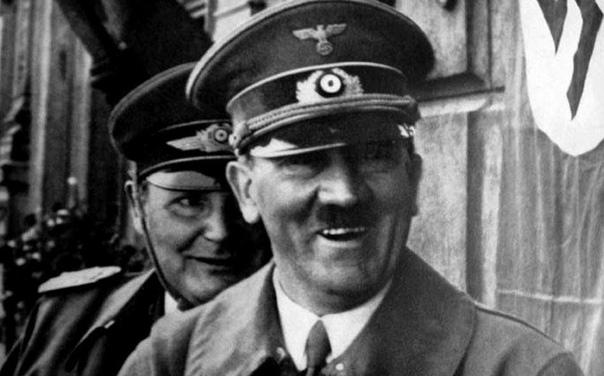 Анекдоты Третьего Рейха 1. Адольф Гитлер решил посетить сумашедший дом в Фридрихсберге. Перед его визитом с пациентами проделали воспитательную работу, а также проинструктировали их относительно