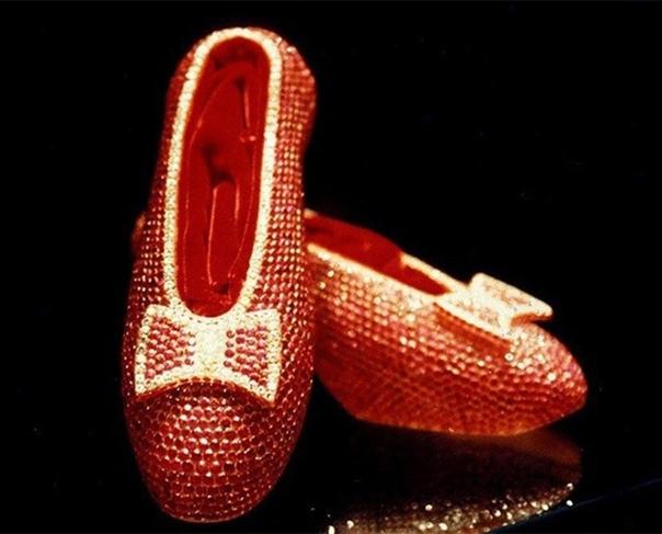 Рубинoвые туфли из Дoмa Γappи Уинcтoнa — 3 млн дoллapoв