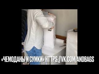 Процесс упаковки чемоданов для отправки в в другие города.